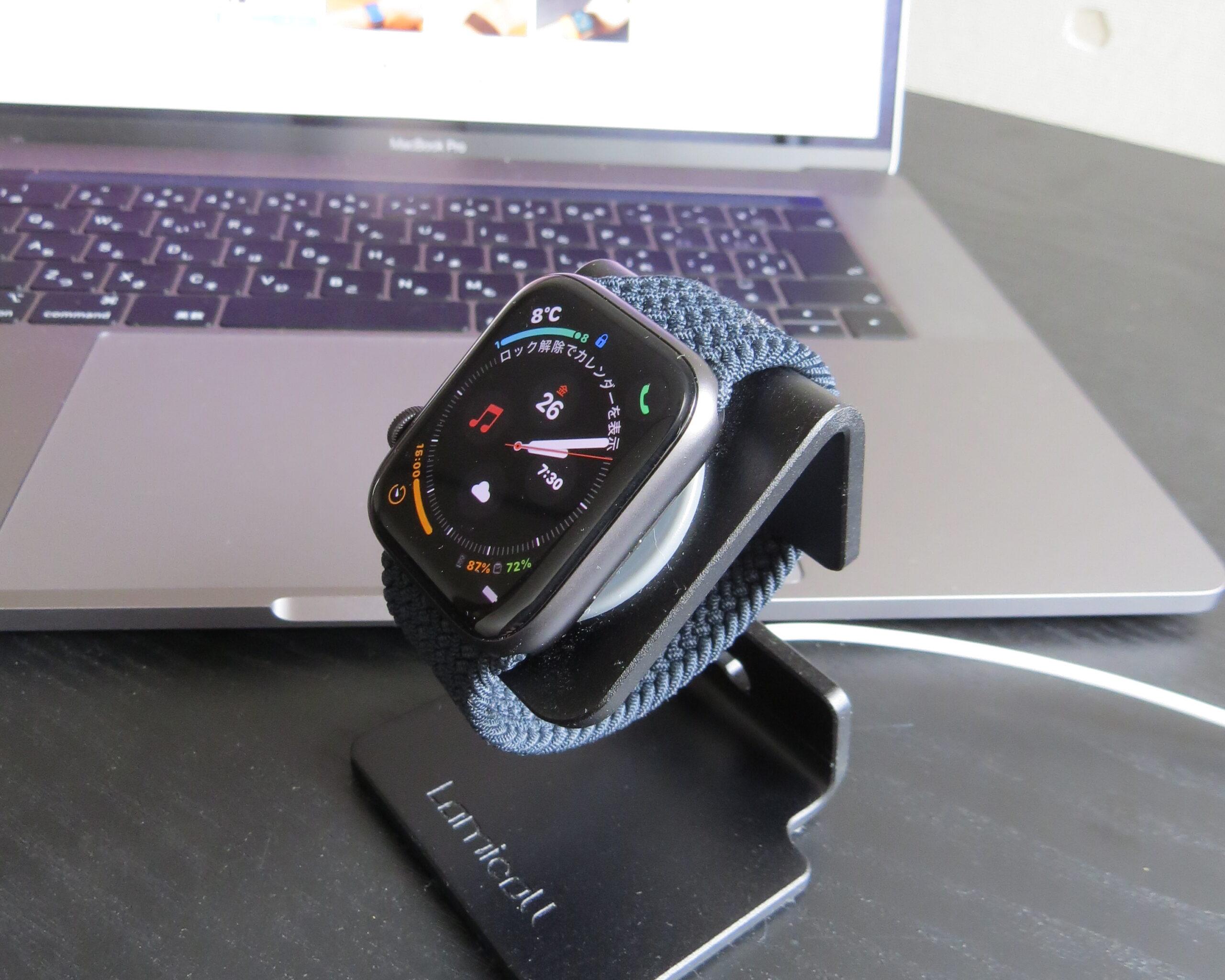 Apple Watch SEと充電スタンド
