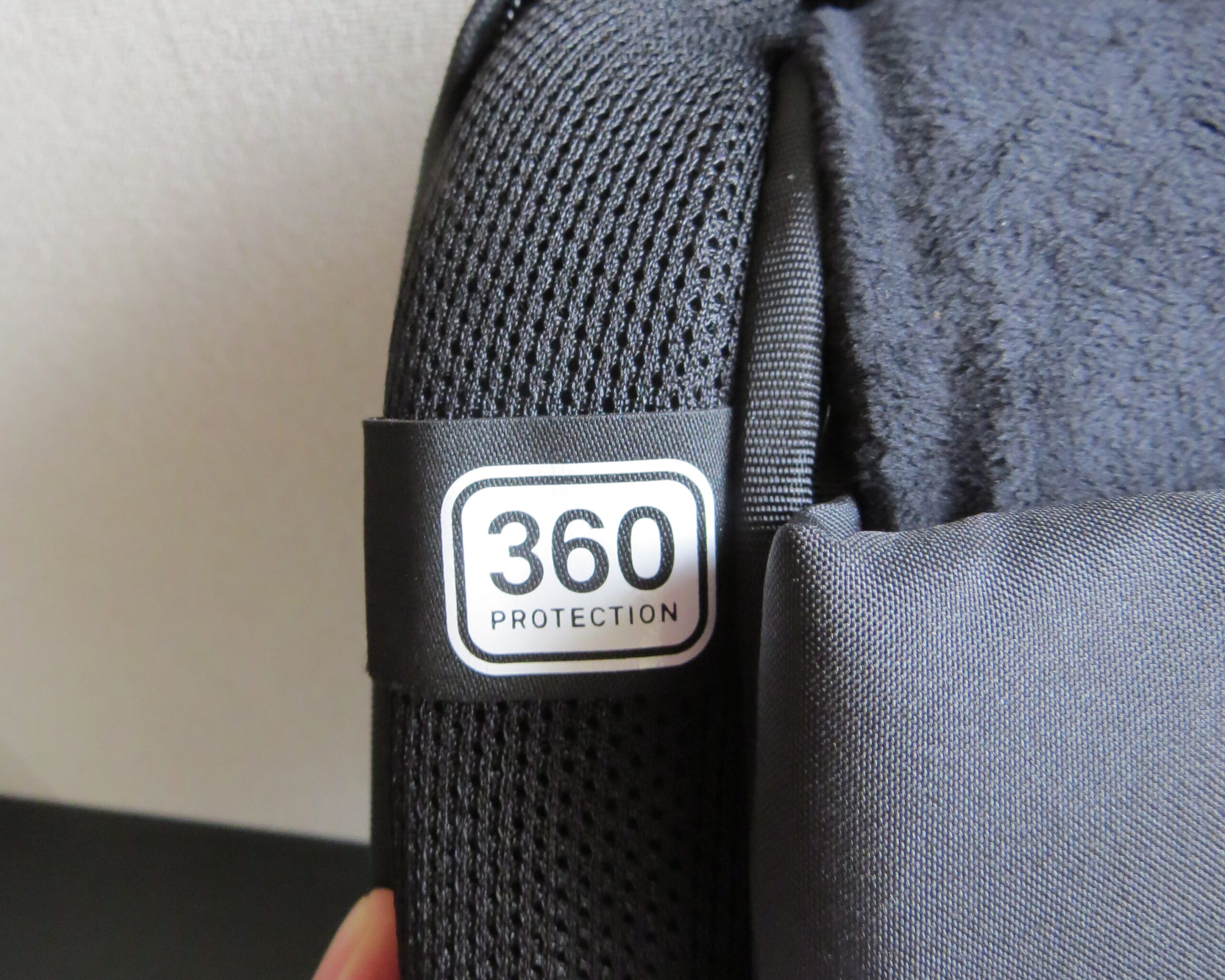 city collection compact backpackの360°プロテクション