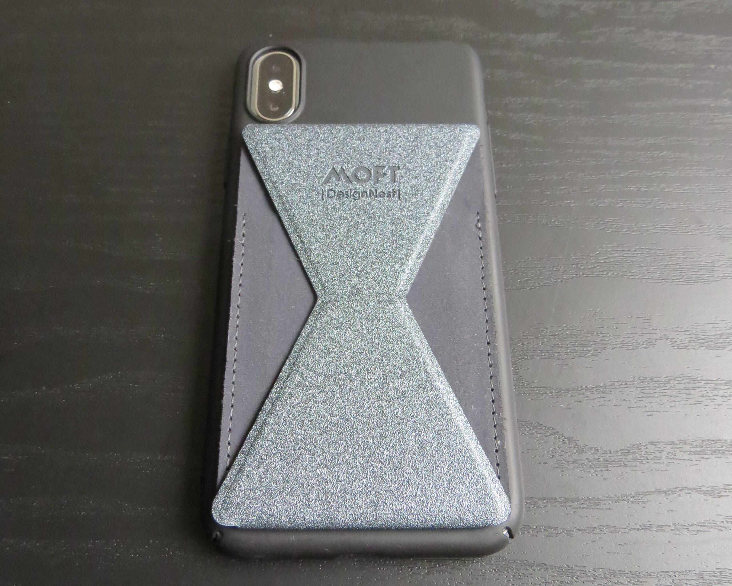 MOFT Xを貼ったiPhone