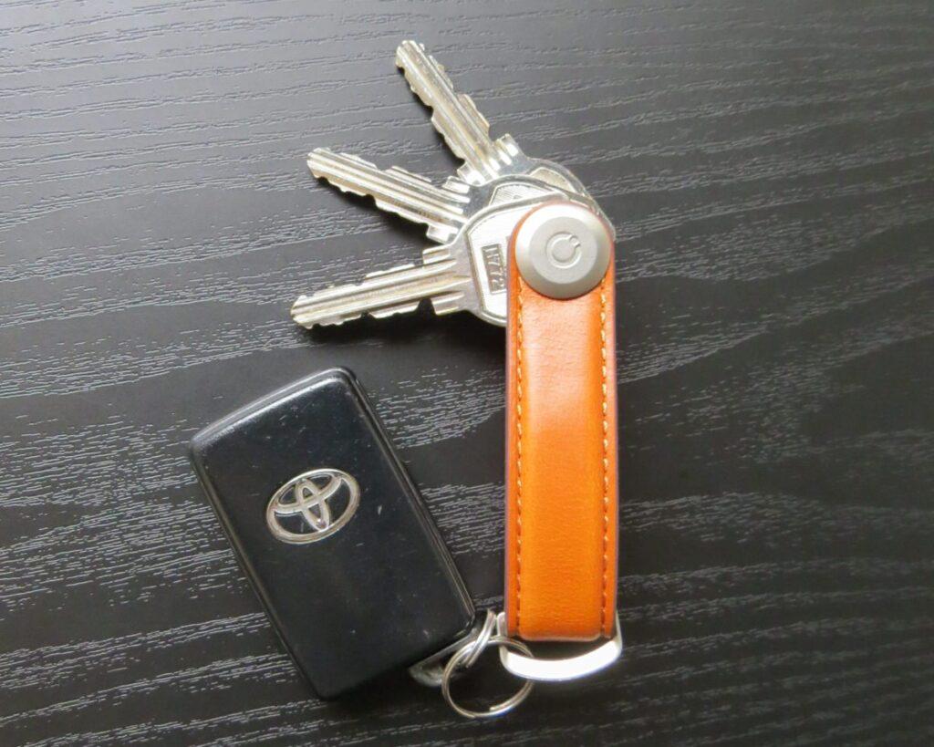 Orbitkey Key Organiserに鍵を収納している